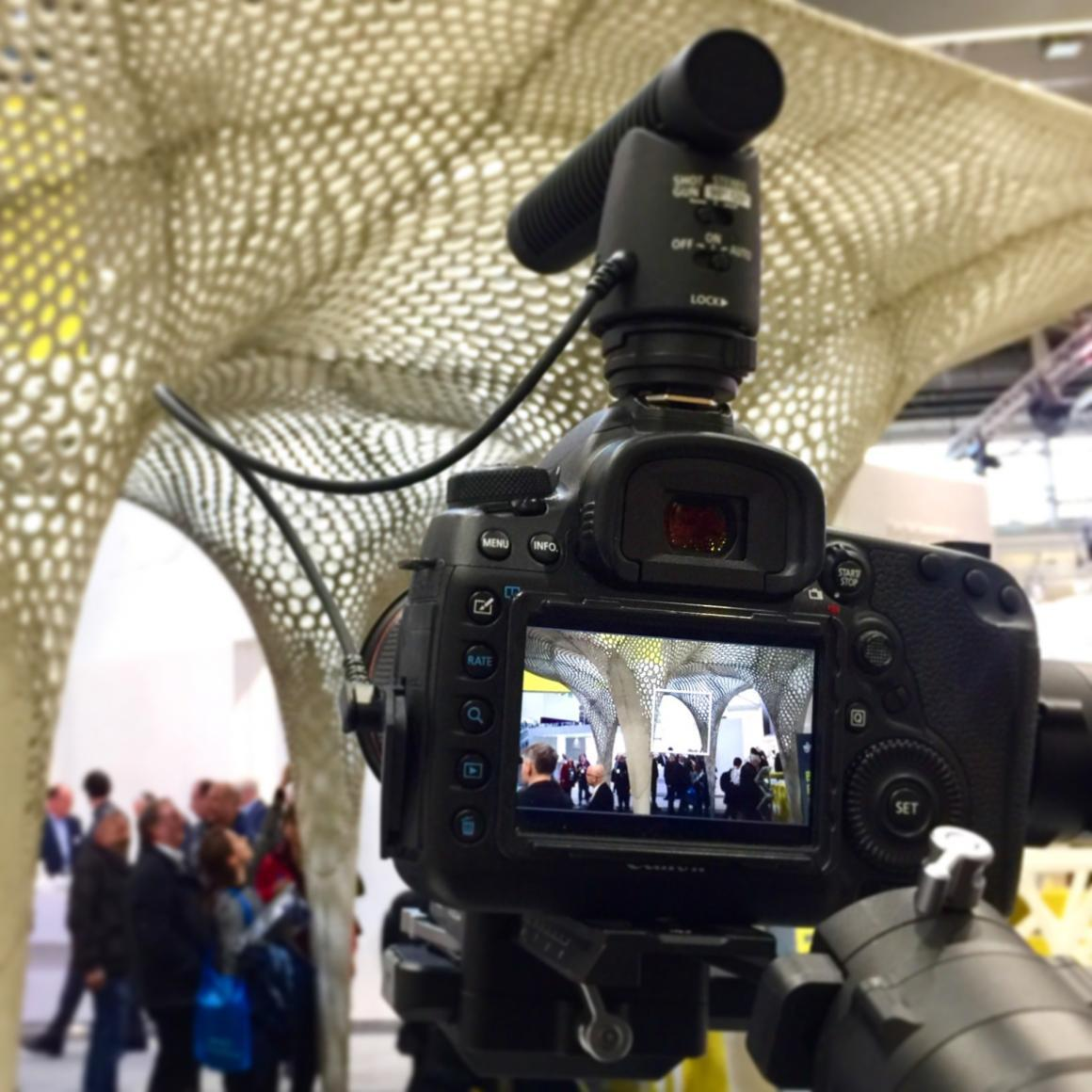 """Messefilm-Produktion für InformationsZentrum Beton und das """"Deutsche Architektenblatt"""" auf der BAU 2019 (Foto: Eric Sturm)"""