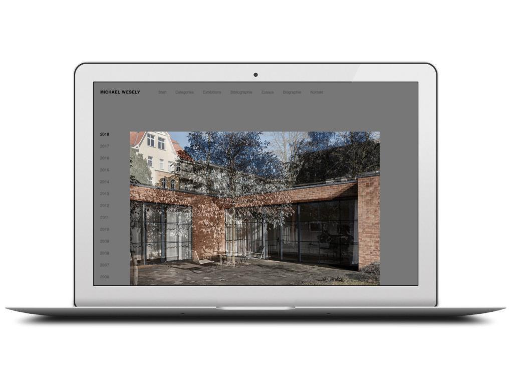 Eine Projektseite (Mies van der Rohe-Haus, Berlin-Hohenschönhausen) auf der neuen Website von Michael Wesely