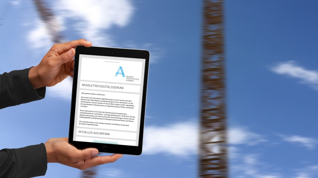 Neue Sendinblue-Newsletter für die Bundesarchitektenkammer: Ansicht NL Digitalisierung auf einem Tablet (Collage: Eric Sturm)